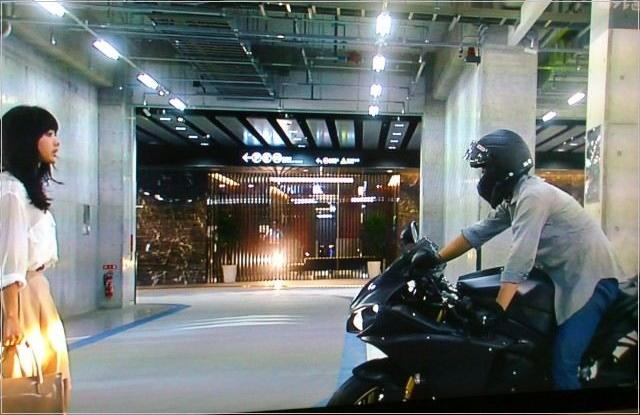 リッチマンプアウーマン 小栗旬 バイク